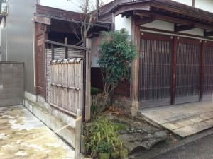 天然竹から樹脂製の四ツ目垣へ3