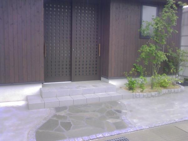 石貼りとピンコロのアプローチ 富山市1
