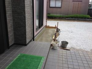 犬走りコンクリート仕上げ