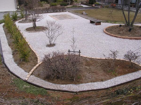 大きなお庭の花壇、テラス工事 滑川市1