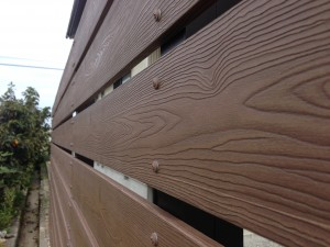 木目調の樹脂板塀でフェンスを 富山2