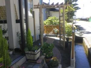 ラチスとパーゴラが似合う庭作り 富山市2