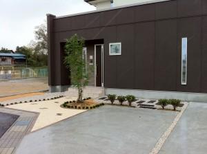 駐車場とアプローチの楽しい関係 滑川市4