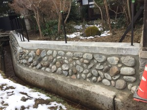 石垣を改修して和風板塀フェンス 6