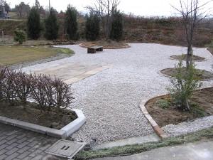 大きなお庭の花壇、テラス工事 滑川市3