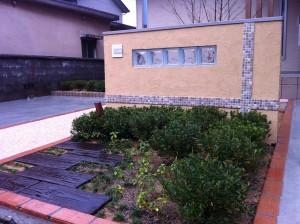 塗り壁と樹脂洗い出しのアプローチ 富山市3
