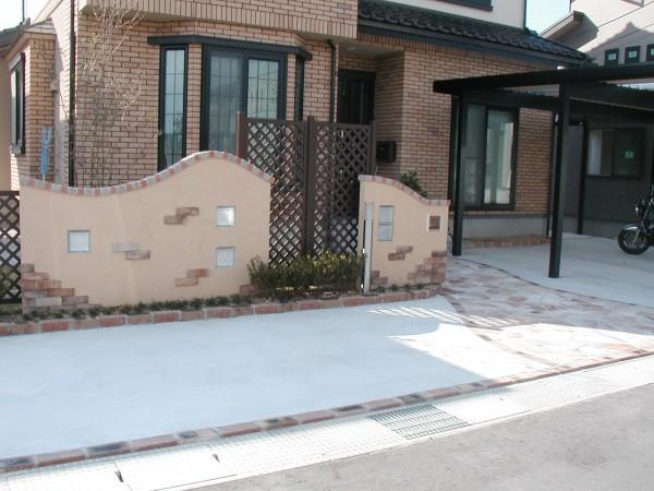 塗り壁と石貼りのアプローチ 魚津市1