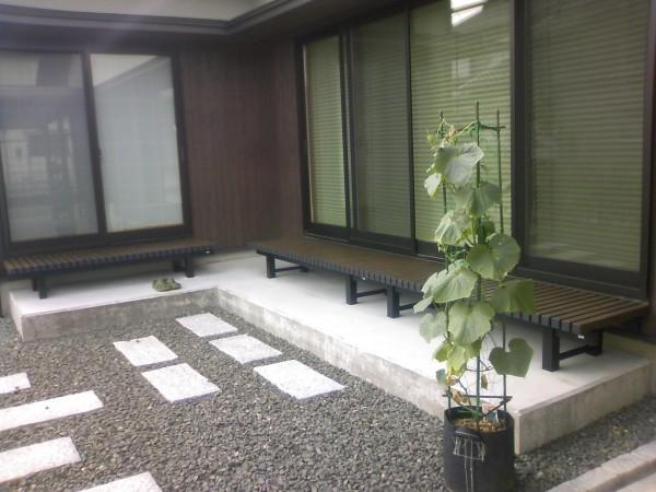 縁台の似合う庭に 富山市2