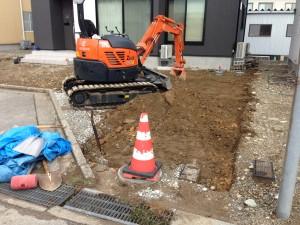 駐車場の床掘り砂利