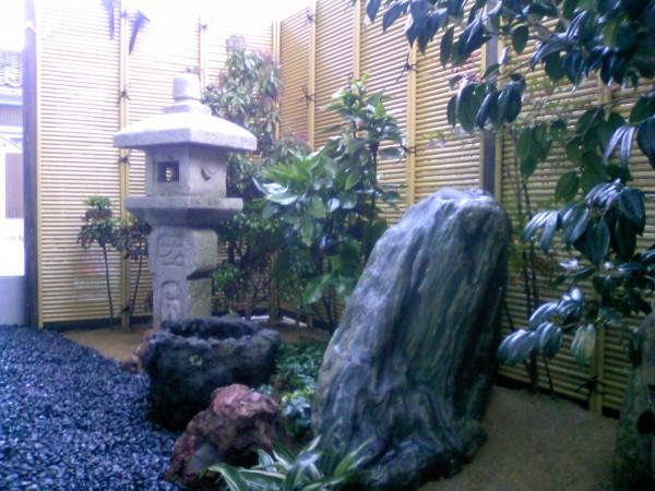 坪庭工事で落ち着いた空間を 富山市1