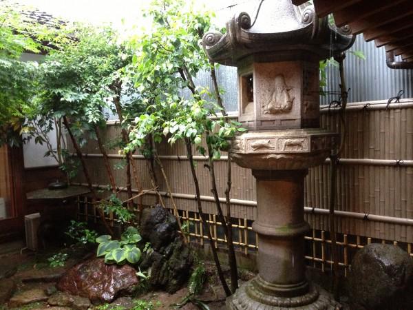 天然竹から樹脂製の竹垣へ2