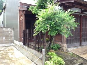 天然竹から樹脂製の四ツ目垣へ4