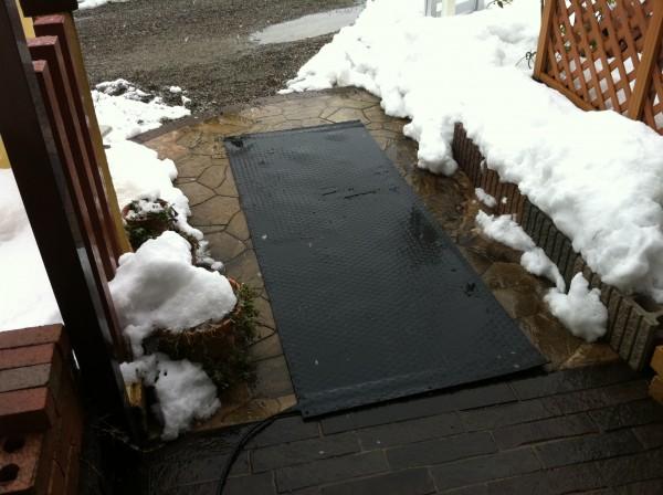 融雪マット 玄関前のロードヒーティング1