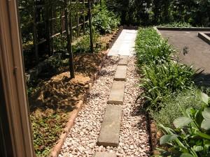 ピンコロ石と擬木でお庭の改装 富山市3