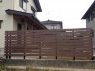木目調の樹脂板塀でフェンスを 富山