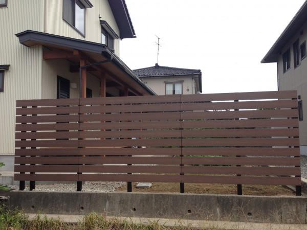 木目調の樹脂板塀でフェンスを 富山1