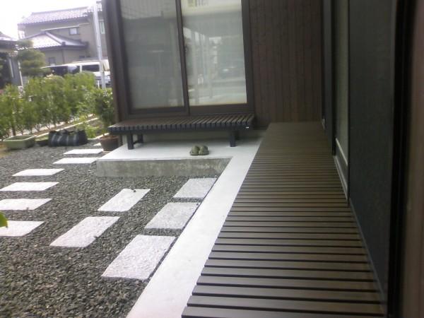 縁台の似合う庭に 富山市1