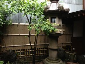 天然竹から樹脂製の竹垣へ6