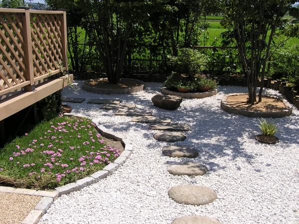 ピンコロ石と擬木でお庭の改装 富山市4