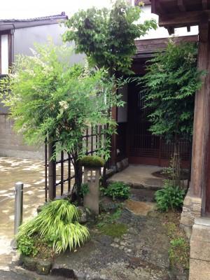 天然竹から樹脂製の四ツ目垣へ6