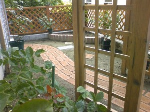 ラチスとパーゴラが似合う庭作り 富山市3