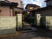 刷毛引きのラインがきれいなブロック塀へ