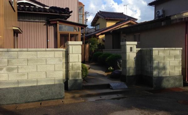 刷毛引きのラインがきれいなブロック塀へ2