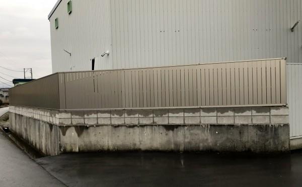 板塀のような目隠しフェンス シャトレナフェンス4
