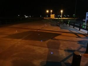 LEDと擬木柵 車止め