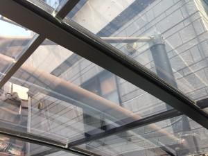ポリカーボネートの透明な屋根