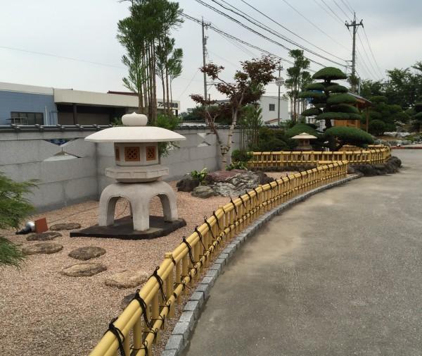 和風のお庭によくあう金閣寺垣フェンス 富山市1