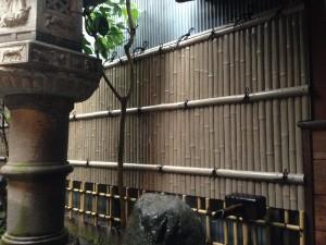 天然竹から樹脂製の竹垣へ4