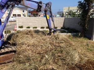 工事前の除草作業