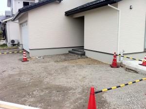 駐車場とアプローチ 富山