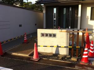 塗り壁でかわいいオープン外構 富山6