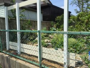 アイボリー色の板塀 ガーデニングフェンス 富山市2
