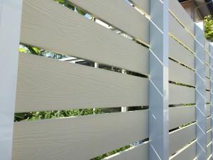 アイボリー色の板塀 ガーデニングフェンス 富山市5