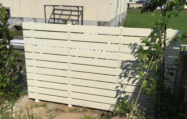 アイボリー色の板塀 ガーデニングフェンス 富山市4