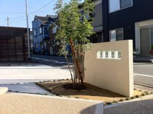 塗り壁でかわいいオープン外構 富山2