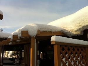 テラス屋根の雪下ろし