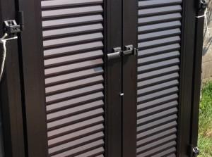 打ち掛け錠のアルミ門扉