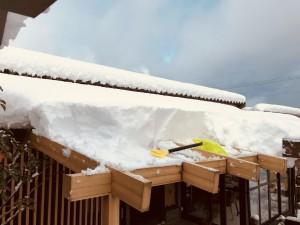 テラスの雪下ろし