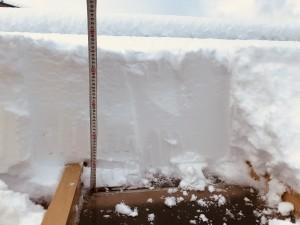 ポリカ屋根の雪下ろし