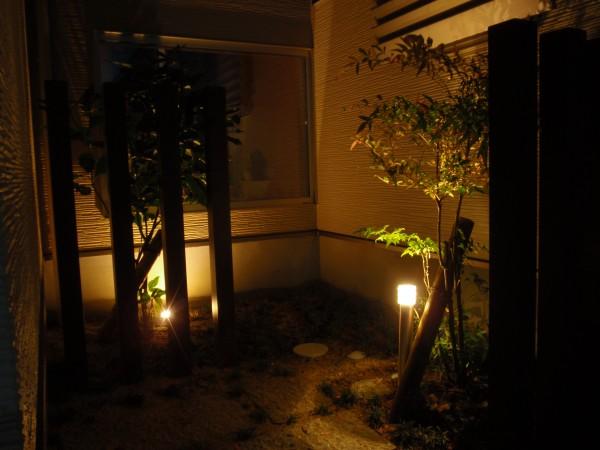 坪庭にLED照明 富山市1