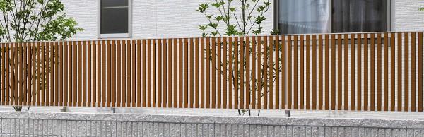 木目調の縦格子 マイリッシュA5型 三協立山アルミ2