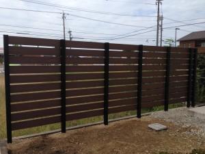 木目調の樹脂板塀でフェンスを 富山3