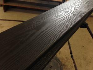 木製のような樹脂の板張りで目隠しフェンスを