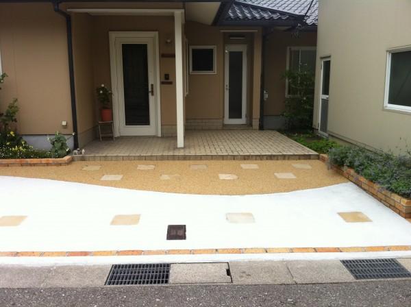 レンガと洗い出しの駐車場コンクリート 外構工事 富山市7