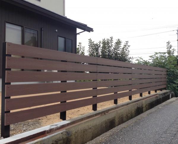 木目調の樹脂板塀でフェンスを 富山4