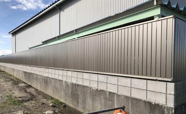 板塀のような目隠しフェンス シャトレナフェンス1